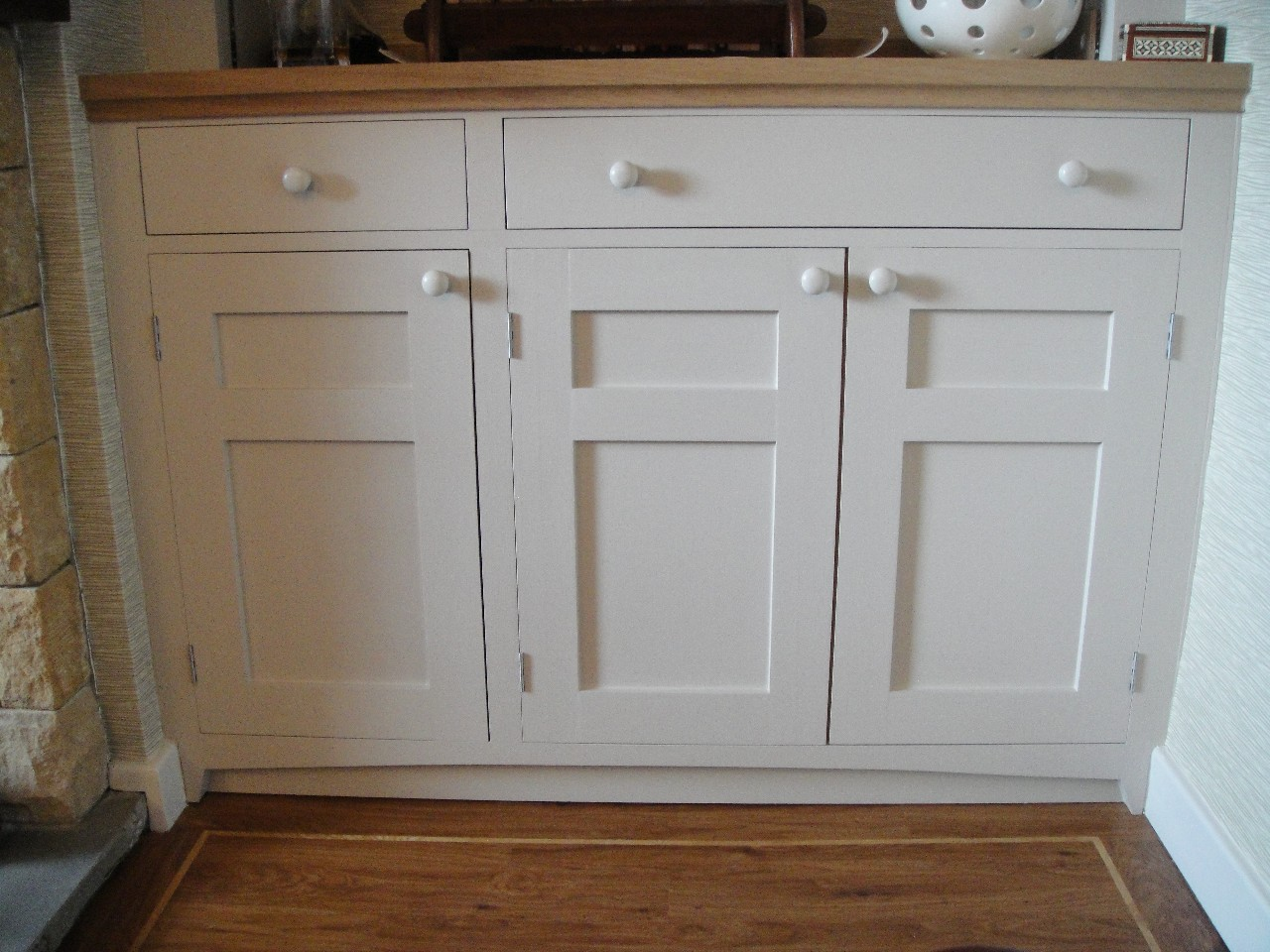 Shaker style painted fitted units with workstation for Fitted kitchen cabinets